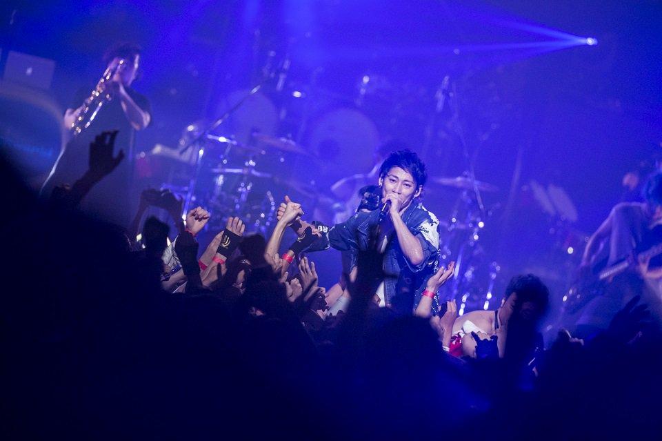 "UVERworld、史上最大2万3000人の""男祭り""「うらやましいだろ?」(写真 全9枚) ori…"