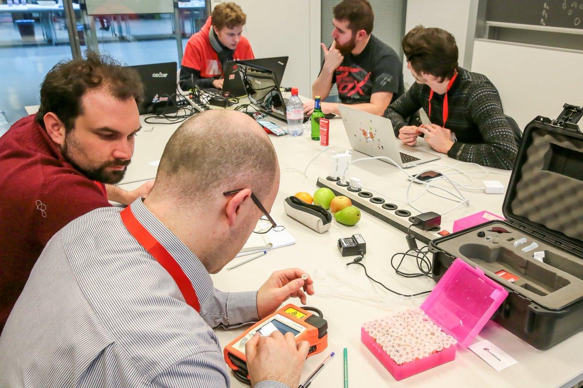 Succès pour le premier hackathon #OpenFood à l'EPFL https://t.co/Wvi6O63KlS #hackathon #opendata @opendfood_ch https://t.co/jSiXxub3v4