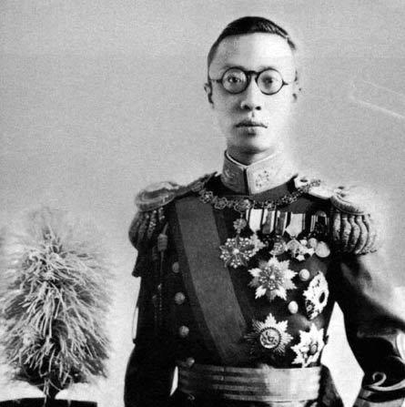 Resultado de imagen para Foto Abdica el emperador Xuantong