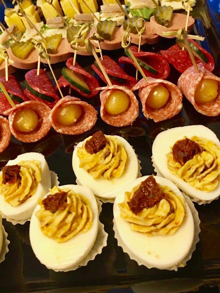 In onze keuken vandaag veel drukte voor #catering op locatie #borrelhapjes