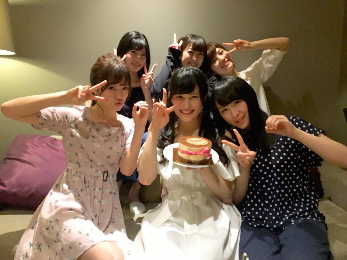 こっちの時間でも0時を超えて、誕生日迎えました💗🎂  ホテルでみんながサプライズでお祝いしてくれて嬉…