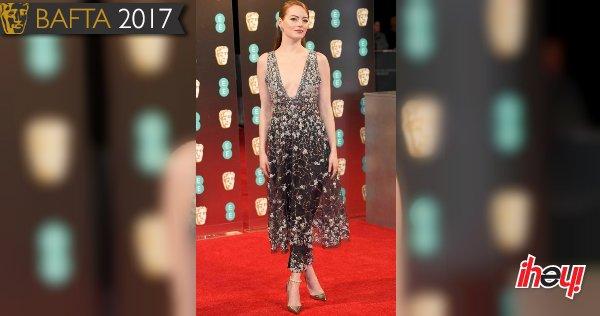 🎬 Así lució #EmmaStone en la alfombra roja de los #BAFTA2017 https://t...