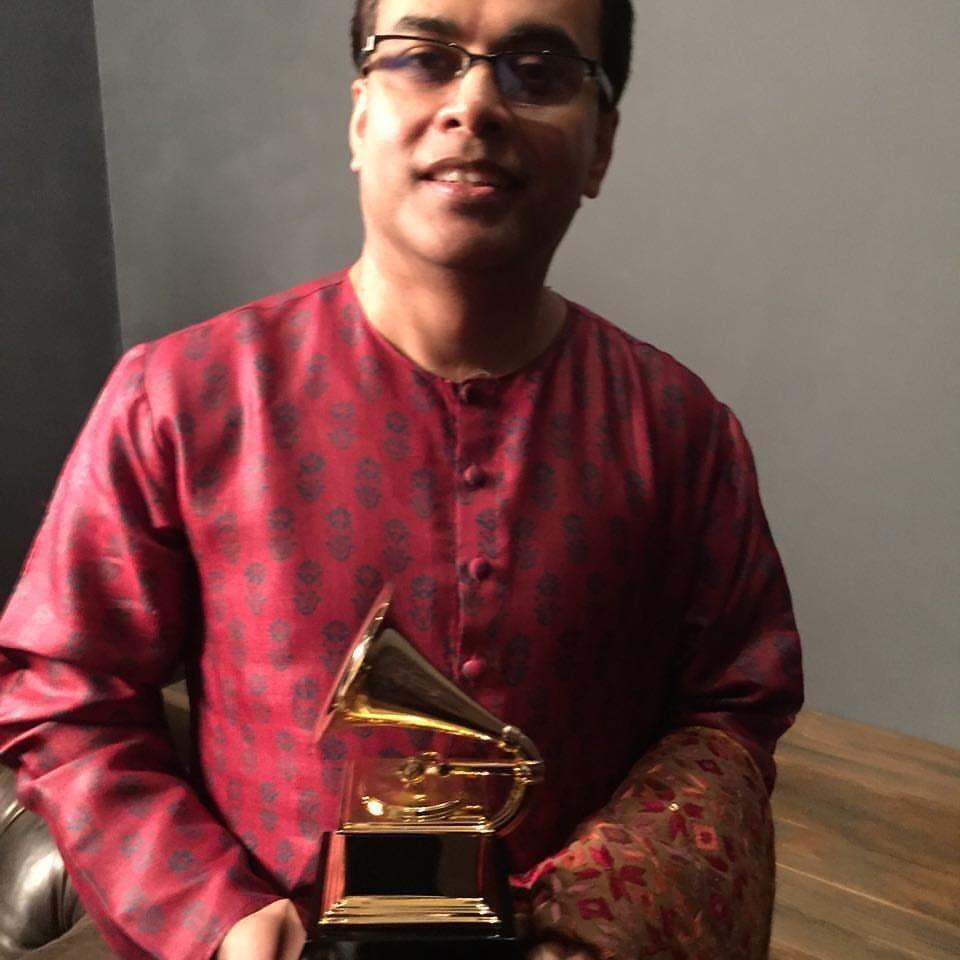 Sandeep Das @santript gets a Grammy for Best World Music Album. Yayyyyyy ! https://t.co/XHK3lABGIW