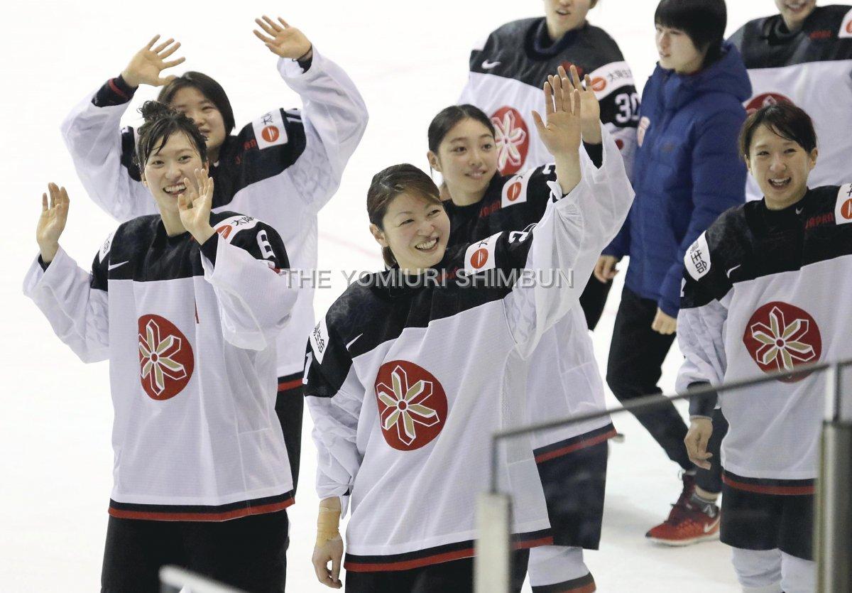アイスホッケー世界ランク7位の女子日本代表「スマイルジャパン」が、8位のドイツをで破って平昌五輪への…