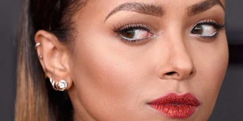 Here's how you can recreate @KatGraham's glitter lips from the 2017 #G...