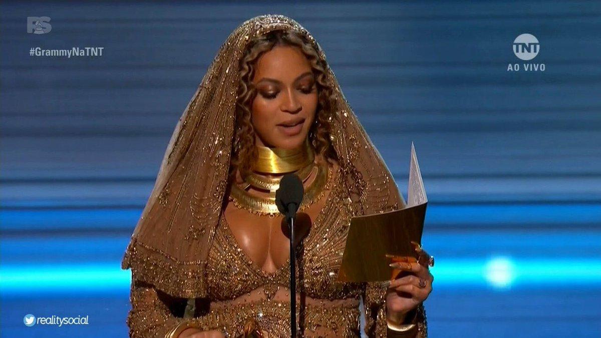 Resultado de imagem para Beyoncé papel de ouro