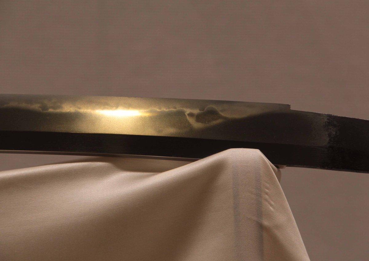 国宝 太刀 名物「日光一文字」は、重花丁字が交じる絢爛な刃文で福岡一文字派の最高傑作です。腰元には備…