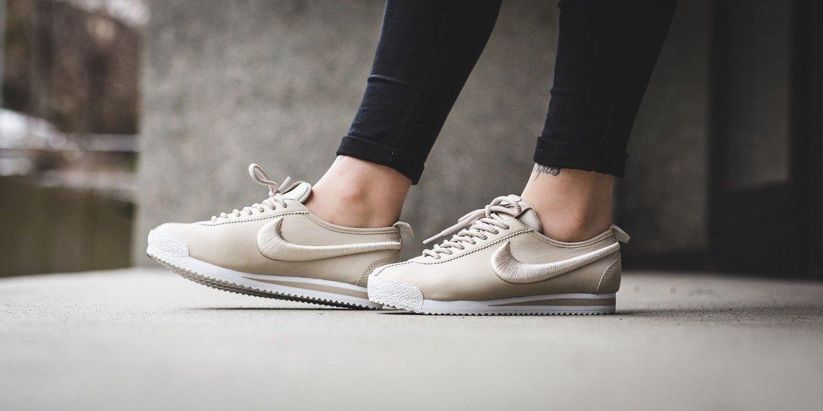 best service b5bb0 813a8 ONLINE NOW ! Nike Wmns Cortez  72 Si - Oatmeal Oatmeal-Ivory-Metallic Silver  SHOP HERE  http   bit.ly 2kOoFtr pic.twitter.com BGyE6u9crH