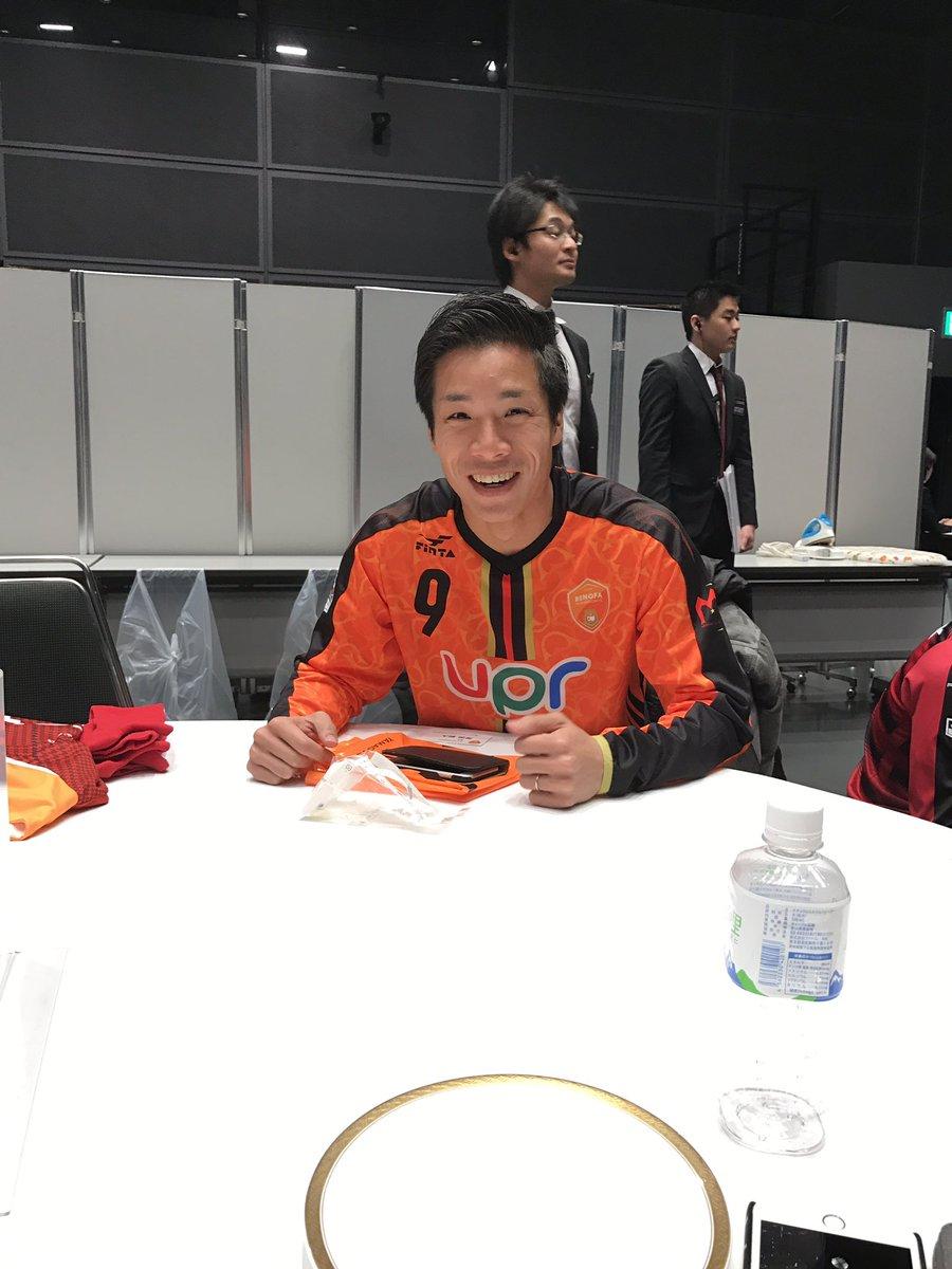 前の席がこいつはきついな〜。 #Jリーグカンファレンス #岸田和人