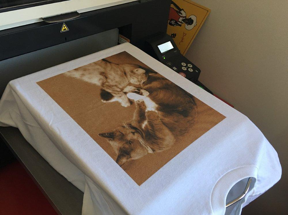 可愛い猫ちゃんのお写真をTシャツにプリント~(*^^*) https://t.co/4Hr8elXkYq https://t.co/fW6UArE5k1