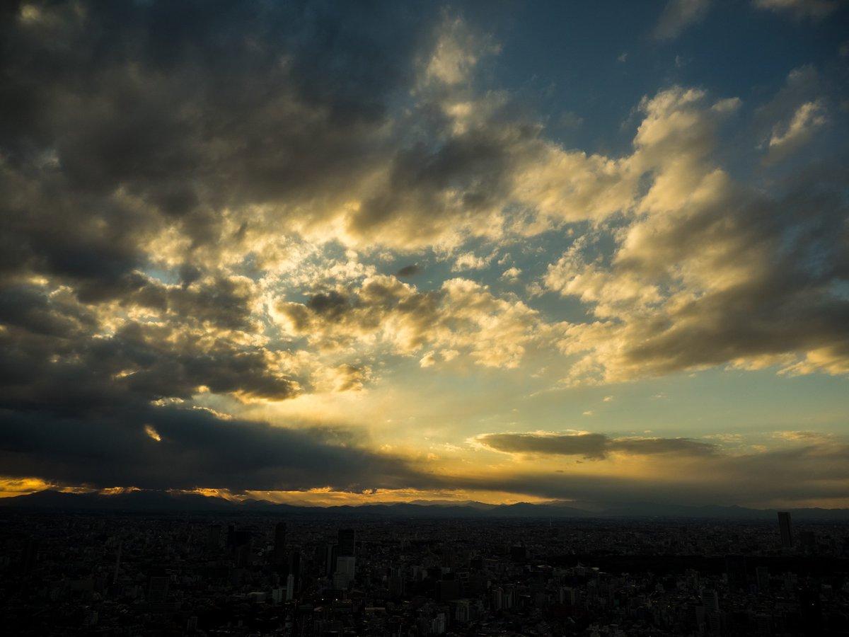 夕方、富士山付近に雲が集まりダイナミックな景色を見せてくれました。 快晴もいいですが、今日みたいな景…