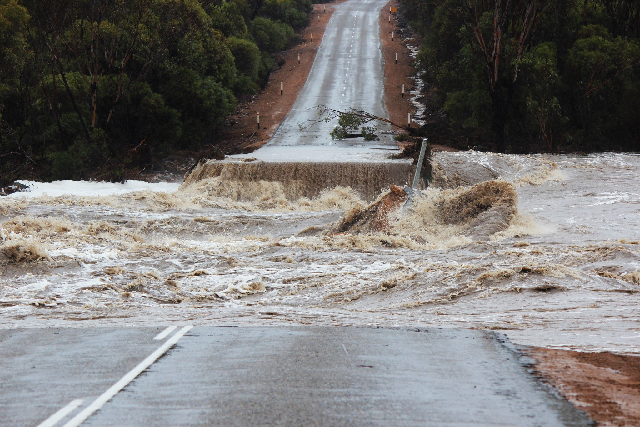 Flooding eases in south WA, one man dead, one missing ...