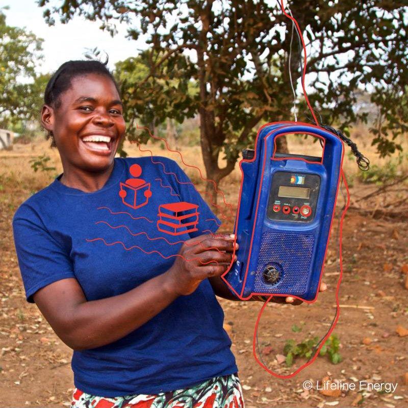 #Women in #Zambia form listener groups with solar radio to assist their crops @LifelineEnergy #WorldRadioDay diamundialradio.org/news/why-radio…