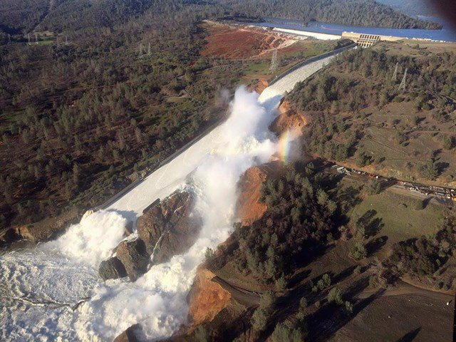 California, diga di Oroville rischia collasso: evacuate 188mila persone