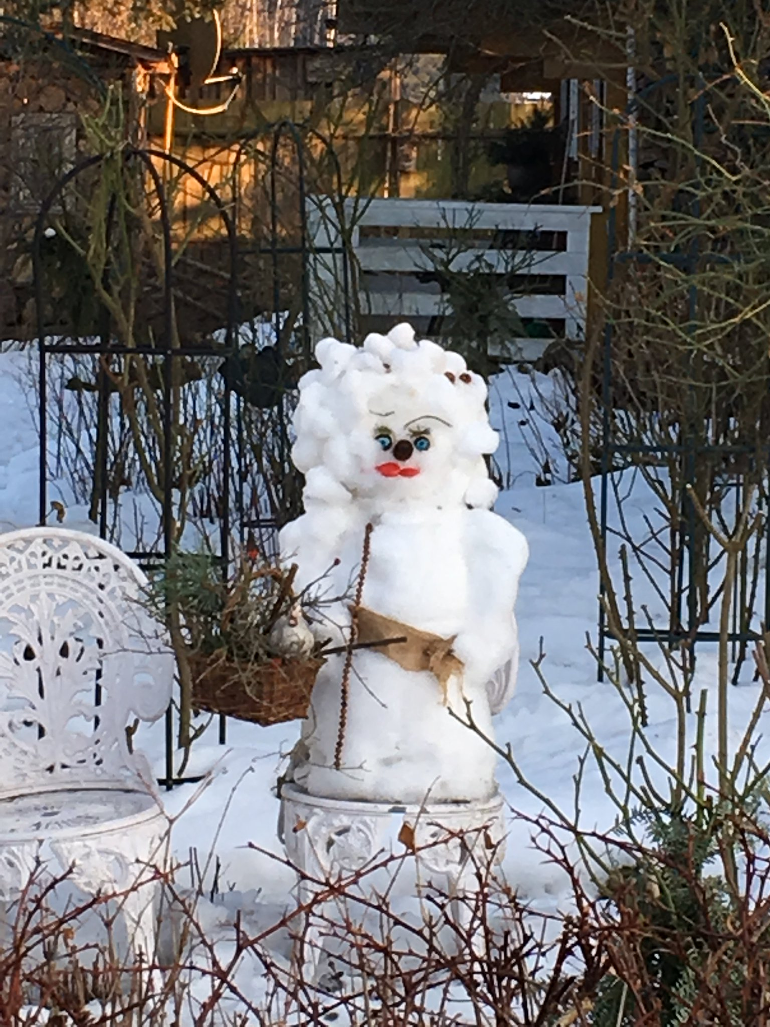 Wir haben auch eine Schneefrau gesehen #saechsischeschweiz #meurers https://t.co/wJ3bfWffOM