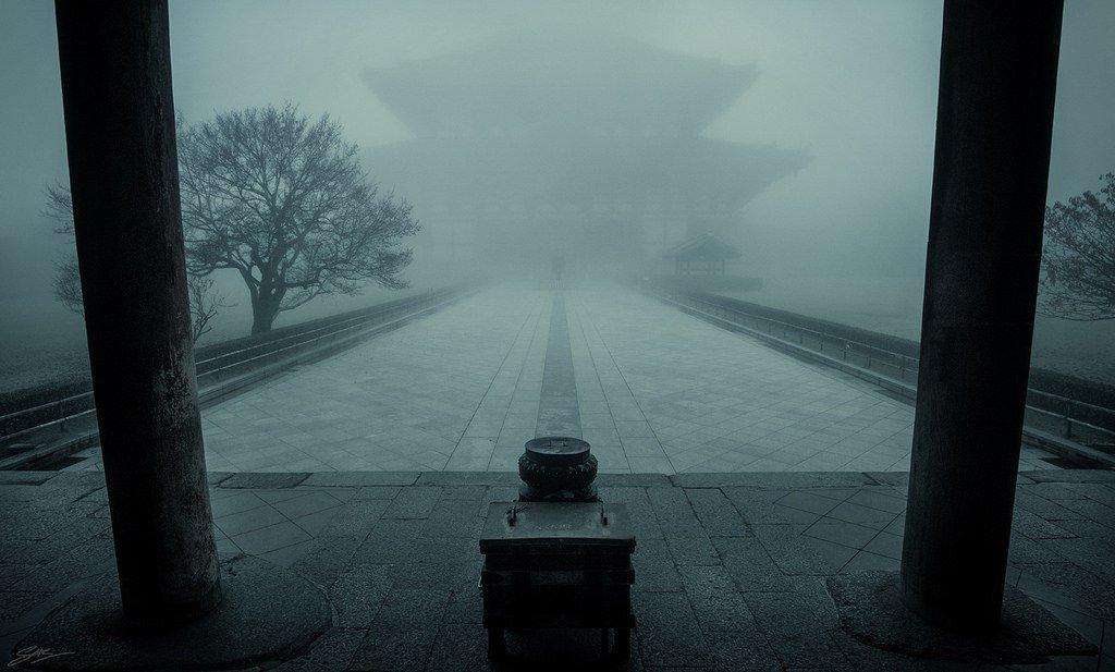 Darkな日本 Photo by ScottSimPhotography