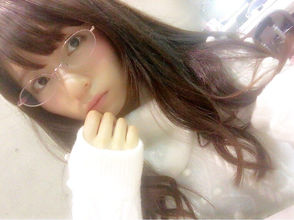 【グラにゃん】久々の、めがにゃん。  ※めがにゃん…眼鏡姿の、あやにゃん(宮島亜弥)  先日撮影した…