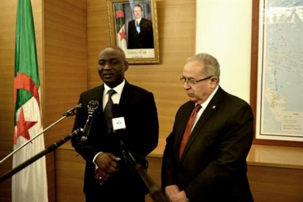 #Mali #peace #agreement's #implementation process is #progressing, Traoré says  http://www. dzbreaking.com/news/15994.html  &nbsp;  <br>http://pic.twitter.com/Hi6WUWHKyP