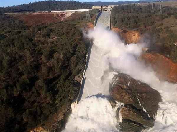 米カリフォルニア州のダム、決壊恐れで18万8000人に避難命令 sankei.com/world/n…