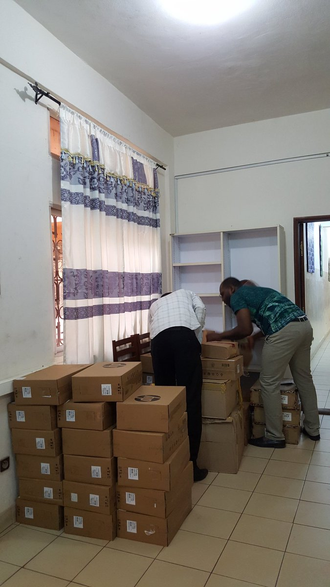 Réception de matériels pour renouvellement salle de formation #bonneannee2017 @auf_bao @auf_org @samekoudi @ftairou @FKOUYAMI @GayeMassamba<br>http://pic.twitter.com/4x1GbKnOyQ