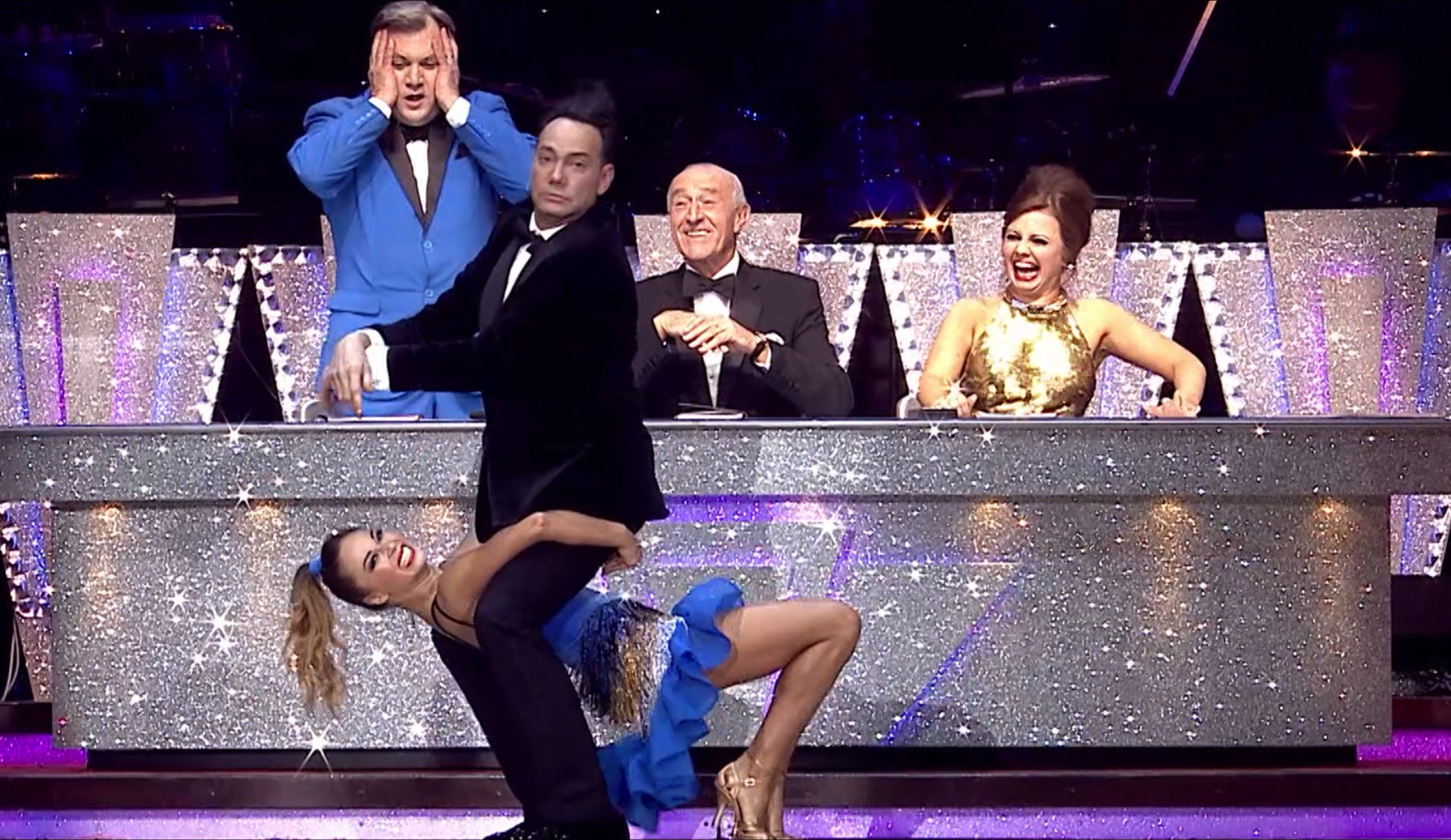 RT @Richardbbc: Oh yes he did, @CraigRevHorwood tried some Gangnam Style with @Mrs_katjones https://t.co/l8y7Jicyjr