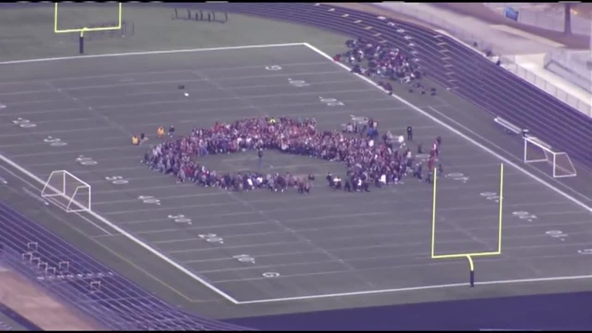 Blue Valley community gathers to pray for football coach in ICU https://t.co/7IZYZpEuRT