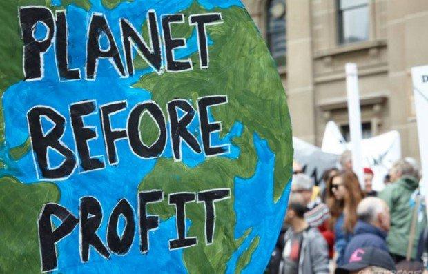 Le #CETA (#AECG), un accord commercial à haut risque climatique VS #AccordDeParis, protection et du #climat #polcan  http://www. lemonde.fr/planete/articl e/2017/02/13/le-ceta-un-accord-commercial-a-haut-risque-climatique_5078802_3244.html &nbsp; … <br>http://pic.twitter.com/JjftBfrKeH
