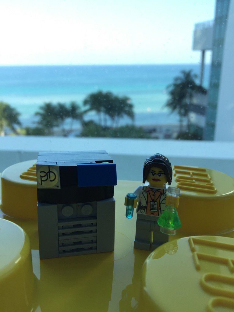 Come by the @PacBio Suite (#317) at #agbt17 and build your own Lego scientist starting Tuesday. https://t.co/WrUy615LFr