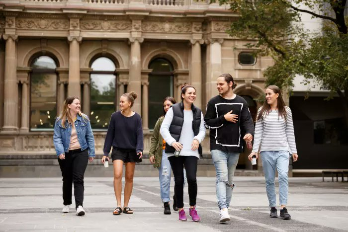 where to meet girls in melbourne