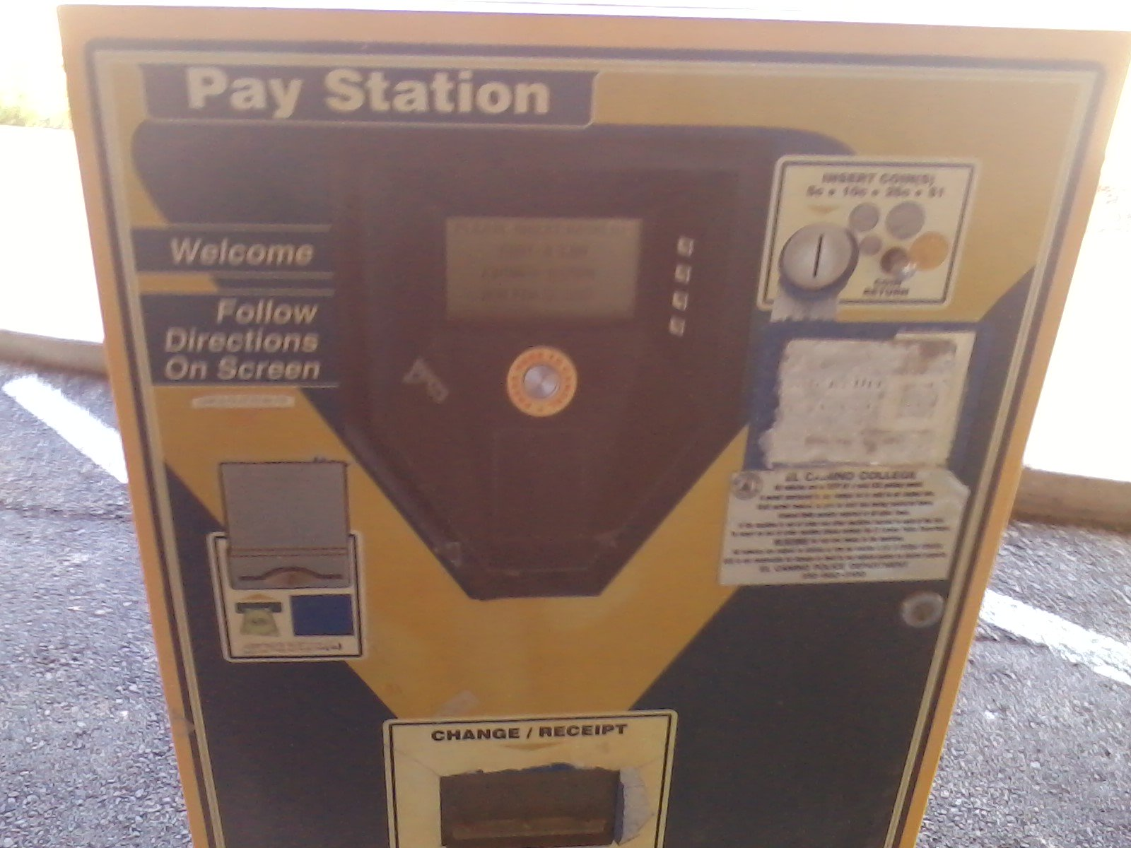 Another reminder about parking at ECC: These machines take exact change only. Three crisp $1 bills or coins required. #eccunion https://t.co/0pxwrFWg4H