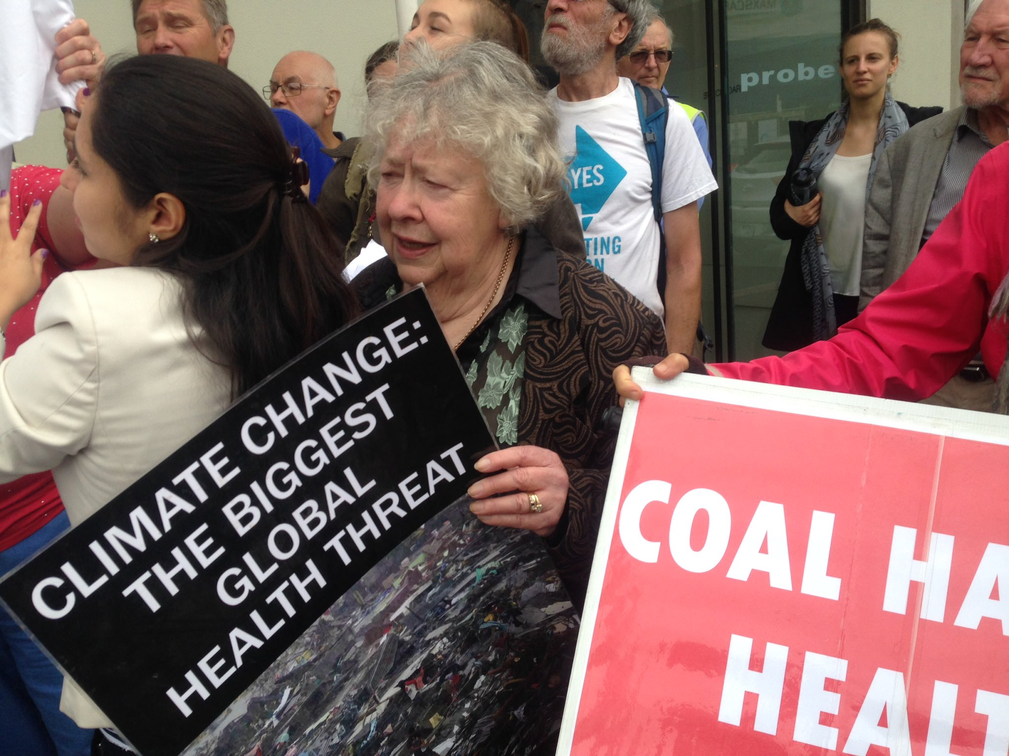 Why smash our progressive #VRET @SouthwickMP Major coalition of business groups NGOs community calls for end of partisan games on #energy https://t.co/awnKYeEDpK