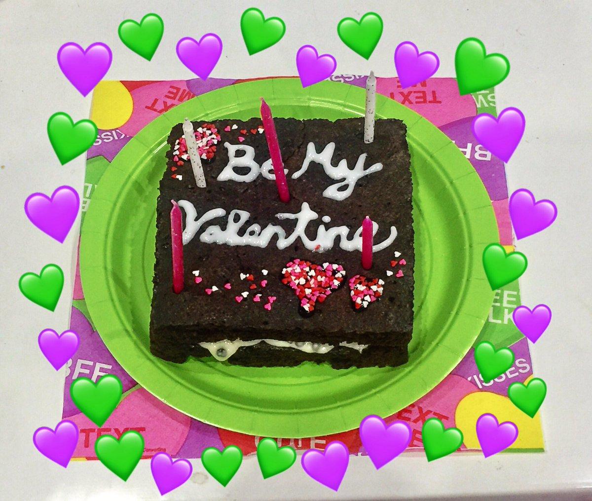 Happy Valentine 🍫🍫  昨日の夜0時を超えたらぺこりんにリビングに連れてかれてテーブ…