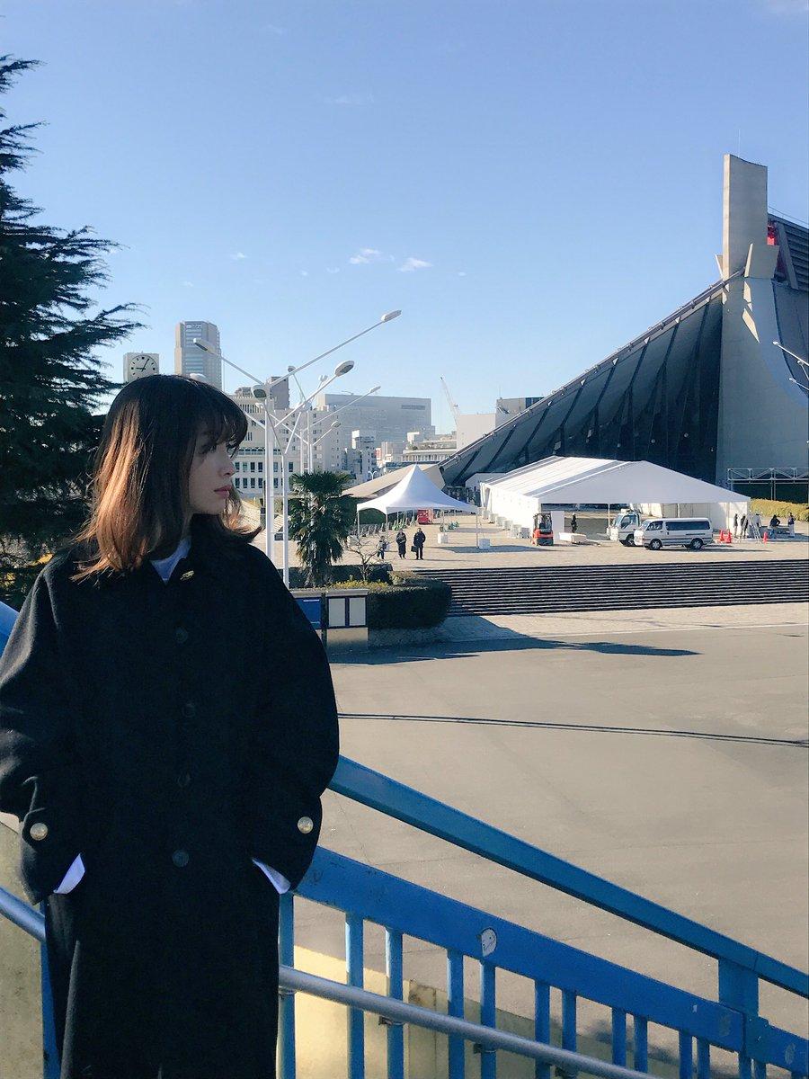 原宿で撮影。 コンサートまであと1週間😊 高橋栄樹監督と、AKBとして最後の撮影。ちょうど10年前の…