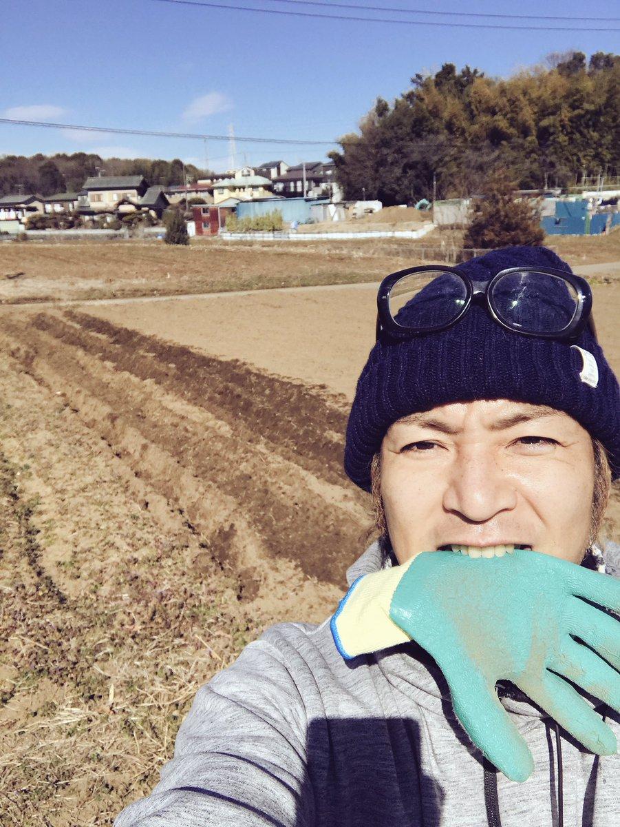 (´∀`)oO(さ、『つる農園』つるじゃがを植える季節到来。 腰が。。  #つる農園 #藤沢北部