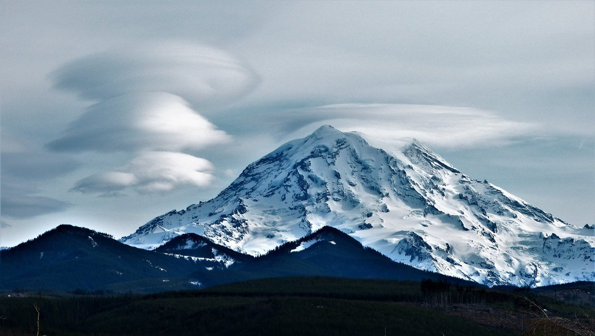 Mount Rainier spun off a few lenticular clouds on Sunday!  Thanks to Ross Troxa for sharing with #KOMOnews