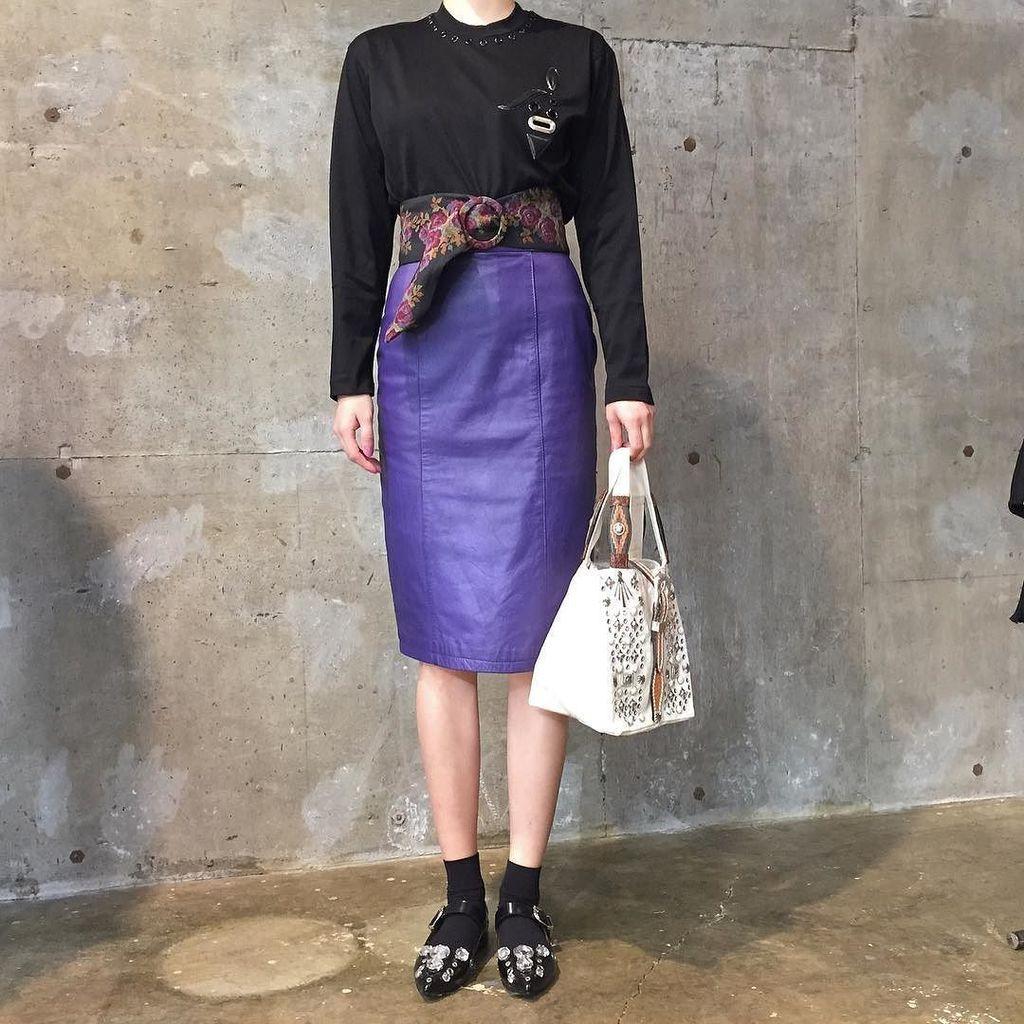 綺麗なお姉さんの60%はレザーで構成されてんのよ!  レザータイトスカート ゴブラン織りベルト tops,bag,shoes / TOGA #toga_xtc https://t.co/dVlafqk1us https://t.co/At9szOAXF4