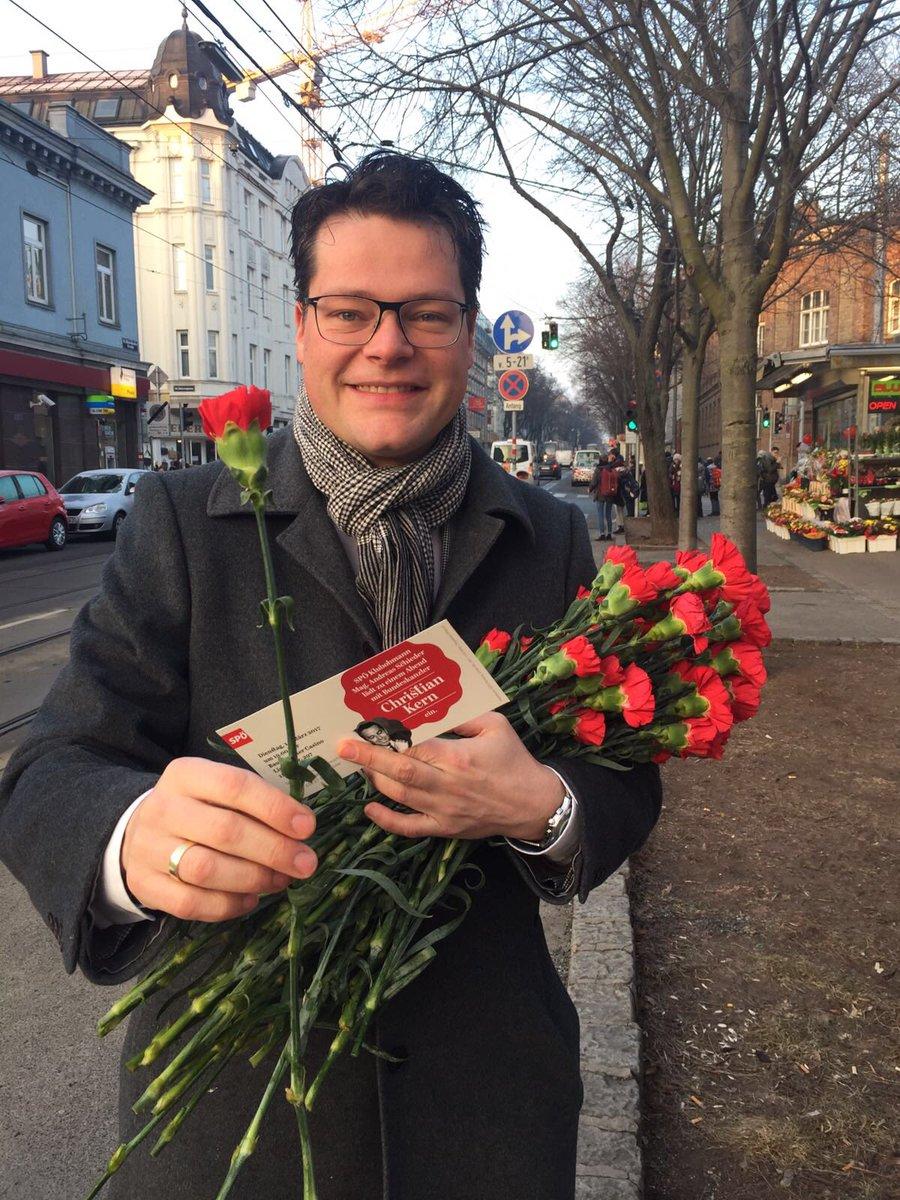 Happy Valentine! https://t.co/BiMLDhOW1D
