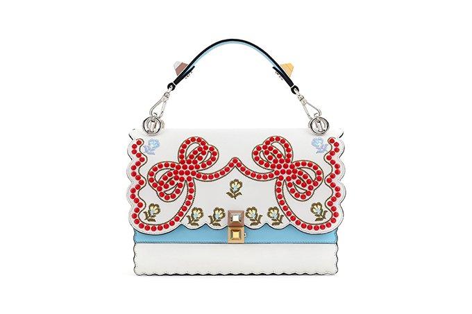フェンディ17年春夏より新作バッグ「キャナイ」を発表 - リボンや花柄、ラメで彩ったチェーンバッグ …