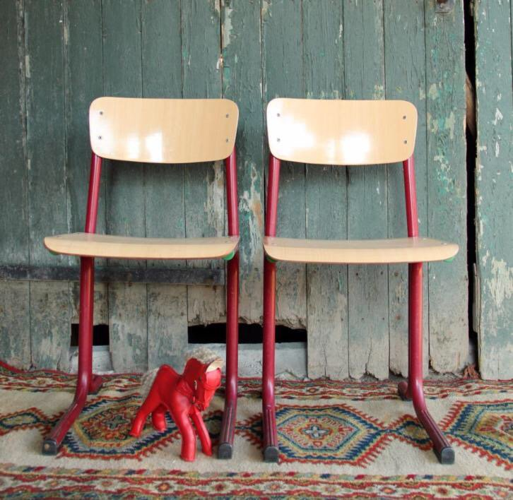 Vintage Design Bureaustoel.Kastjemenou Vintage On Twitter 2 Vintage Schoolstoelen