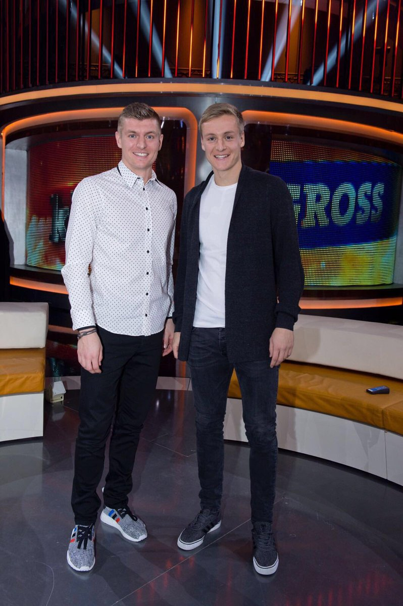 ¿Cuánto mide Toni Kroos? - Real height C4nR3SzWQAAlA1j