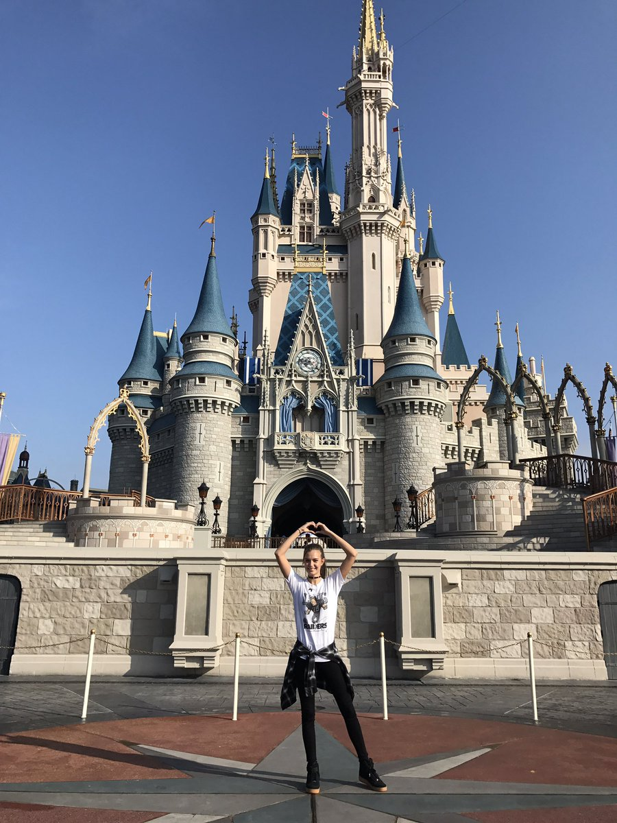 my girl had a hard week so i kidnapped her and flew her to disney world. https://t.co/NOYq5rvtCO
