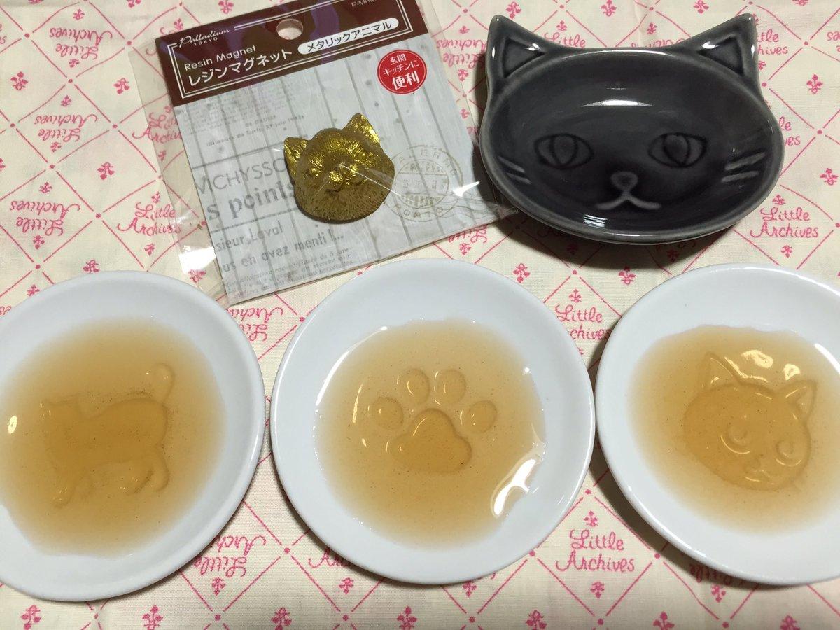 セリアに猫商品続々と…!! やめろやめるんだこれ以上小皿増やしてどーする⁈醤油入れると猫が浮かぶとか…