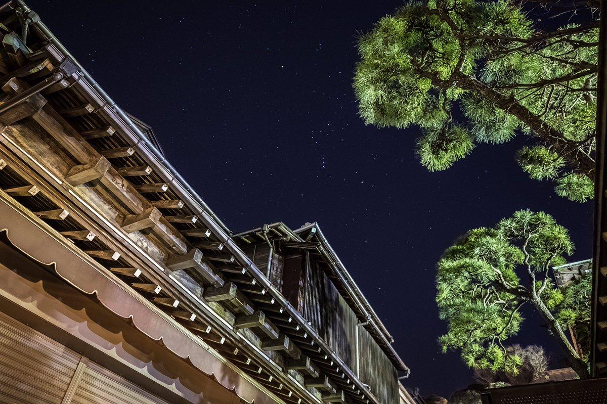(´∀`)oO(江の島の参道からからオリオン座。  #つるカメラ