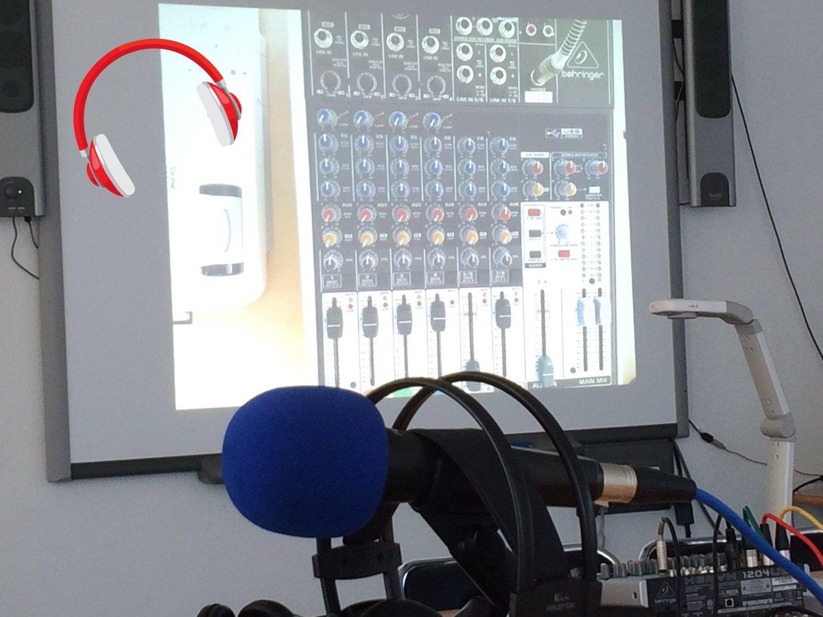 Préparation de la formation #webradio de demain : utiliser le visualiseur pour expliquer la table de mixage !! #IdéeGéniale de Céline <br>http://pic.twitter.com/1iXQZ94Mqy