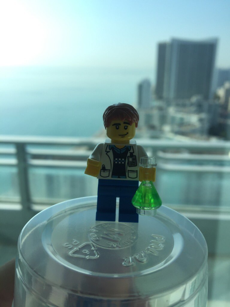 Come by the @PacBio #agbt17 suite (#317) today and build your own Lego persona. This is me. :). #reallegoscientist https://t.co/OuMp33qFXo