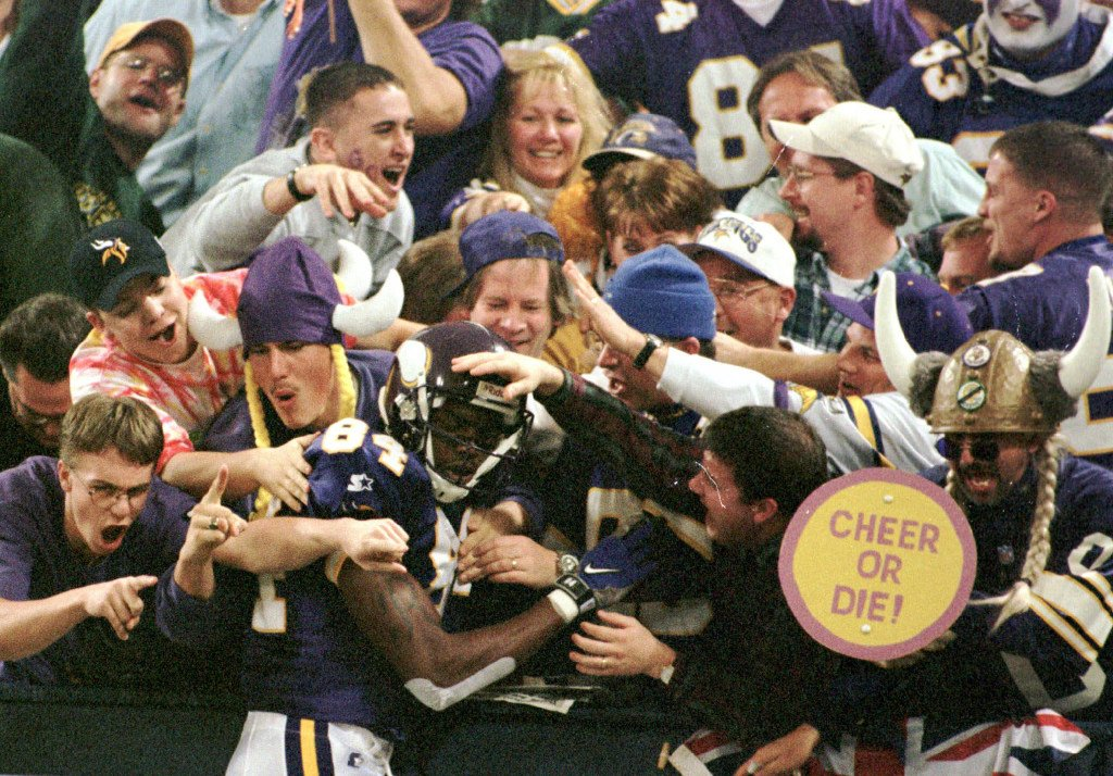 Celebrate @RandyMoss&#39; 40th birthday by reliving all of his 40-plus yard touchdowns.  http:// strib.mn/2lgxsEW  &nbsp;   #Vikings #NFLPlayoffs <br>http://pic.twitter.com/KinbU4O2gT
