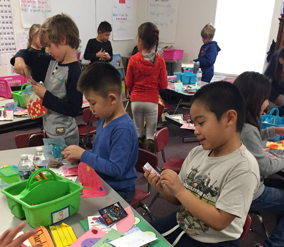 Valentines cards, what a great way to practice reading in 1st grade! 😍 <a target='_blank' href='http://twitter.com/AbingdonGIFT'>@AbingdonGIFT</a> <a target='_blank' href='https://t.co/zyfso7EMM5'>https://t.co/zyfso7EMM5</a>