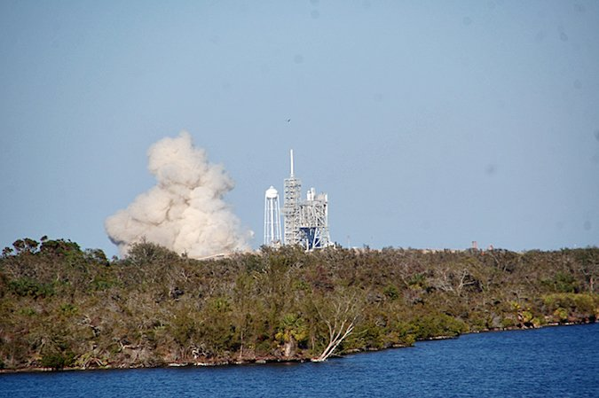 Fire returns to flame trench at Apollo-era launch pad in Florida - https://t.co/WYufcSf2cw Via @SpaceflightNow - #NASASocial https://t.co/LXY8PNhFC4