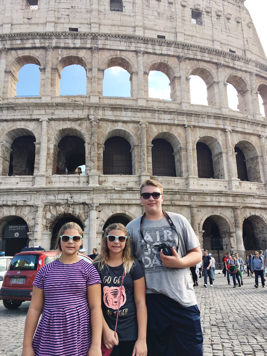 My little #Valentines  #singlemom #roma #Colosseum #TravelTuesday #singlemomglobetrotter #travelwithkids<br>http://pic.twitter.com/pu1Vyw7y1y