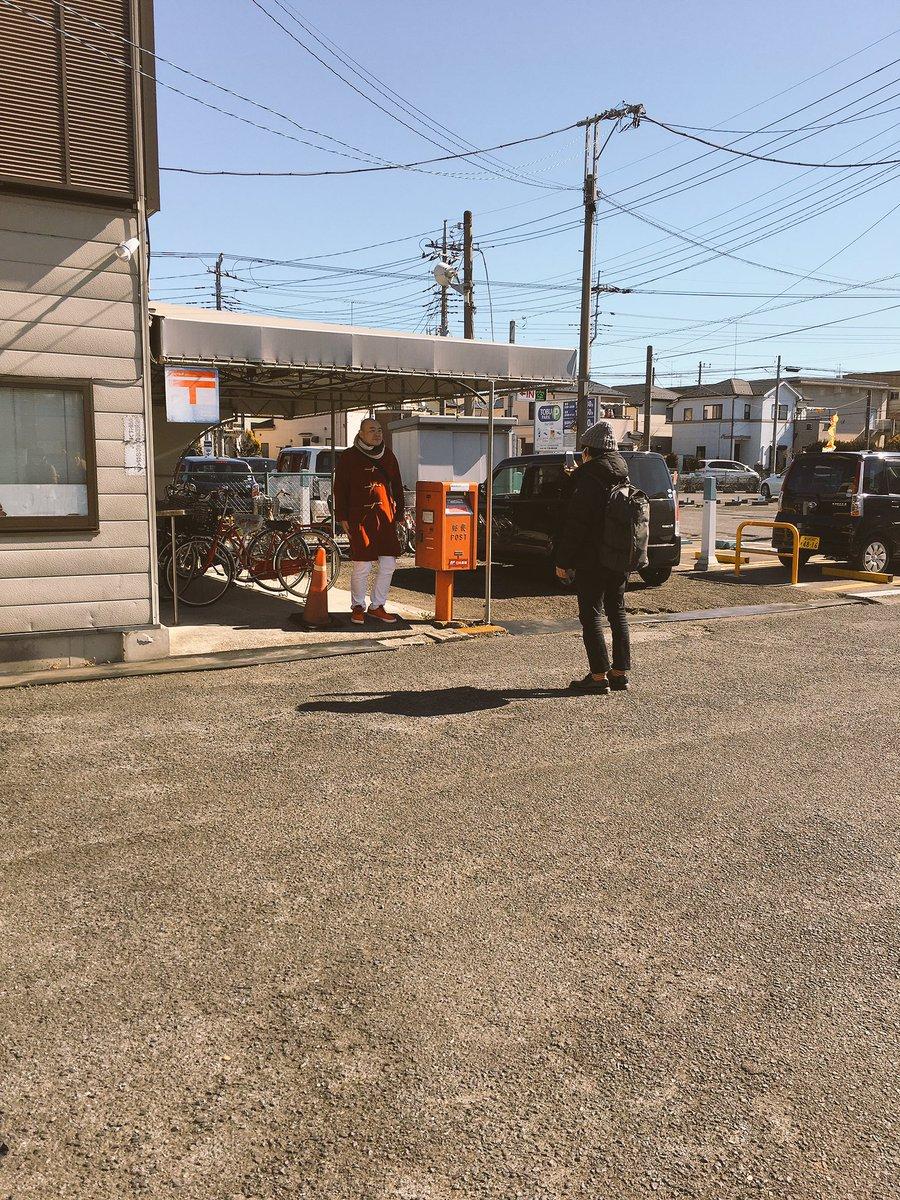 春日部工業高校でネタを。 ありがとうございました。 赤いものが並んだ、面白写真を撮っている山本さん。…